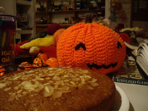 Pumpkin knitted by Barbara, cake to be eaten by everybody else